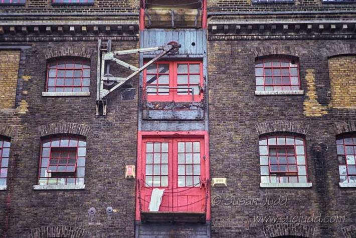 Wapping - whopping in red
