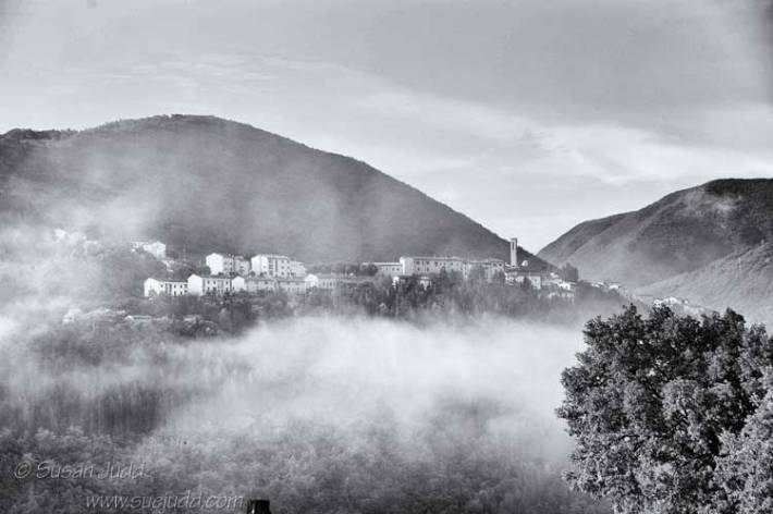 Early morning mist, Valnerina