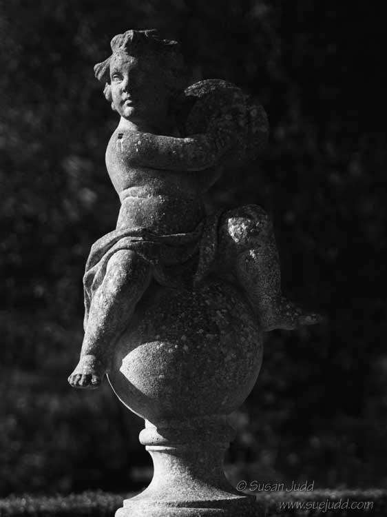 Ciaroscuro statue